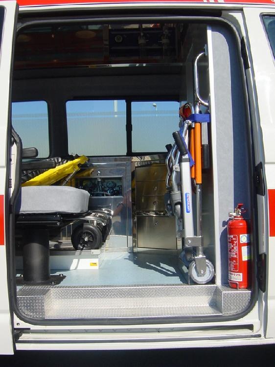 Allestimento in acciaio INOX su Vokswagen Transporter T5 Tetto alto immagine 3