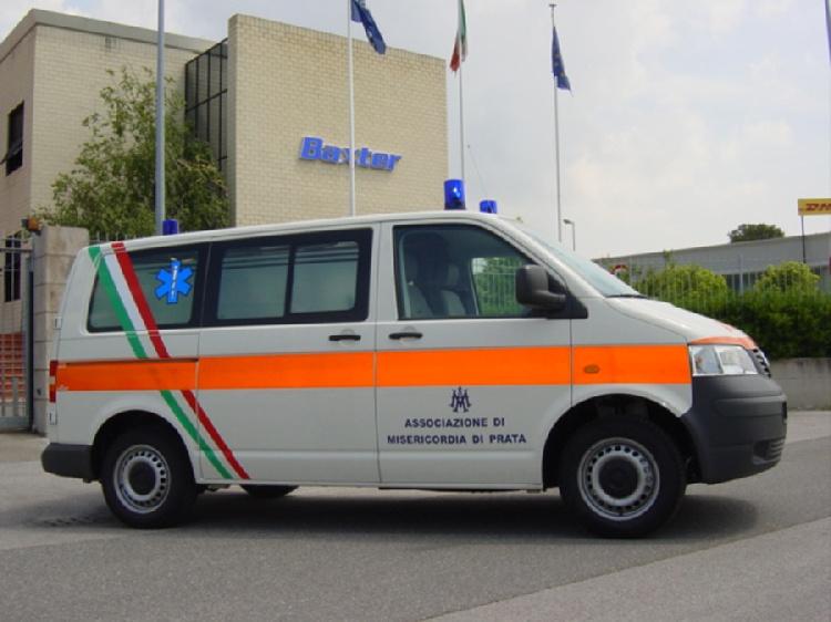 Allestimento in acciaio INOX su Vokswagen Transporter T5 tetto basso. immagine 2