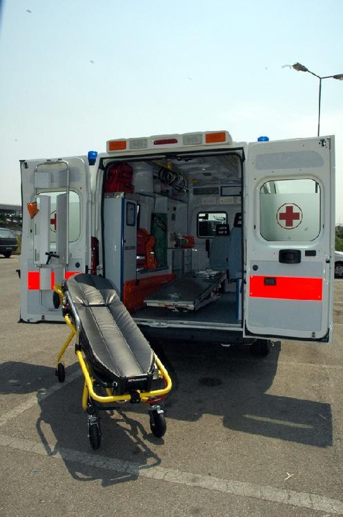 Allestimento in ABS Termoformato per ambulanza di soccorso realizzato su nuovo Fiat Ducato X250. immagine 4
