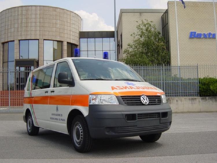 Allestimento in acciaio INOX su Vokswagen Transporter T5 tetto basso.