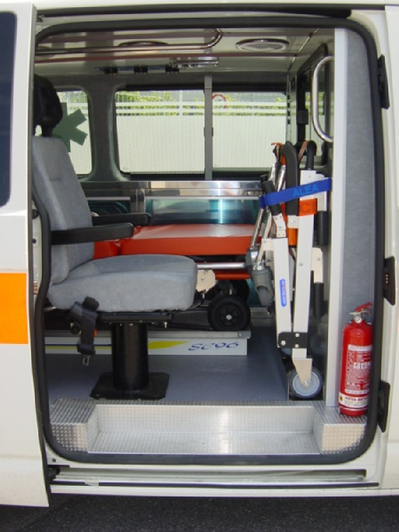 Allestimento in acciaio INOX su Vokswagen Transporter T5 tetto basso. immagine 4