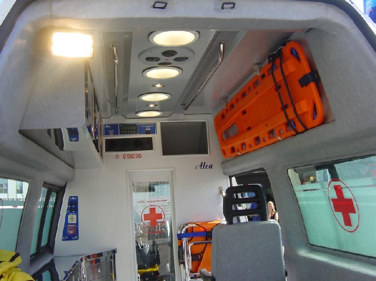 Allestimento in acciaio INOX su Vokswagen Transporter T5 Tetto alto immagine 6
