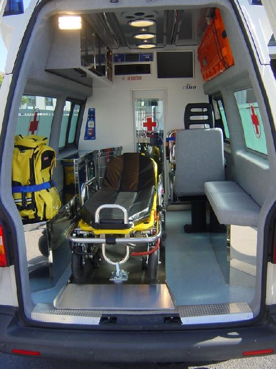 Allestimento in acciaio INOX su Vokswagen Transporter T5 Tetto alto immagine 4