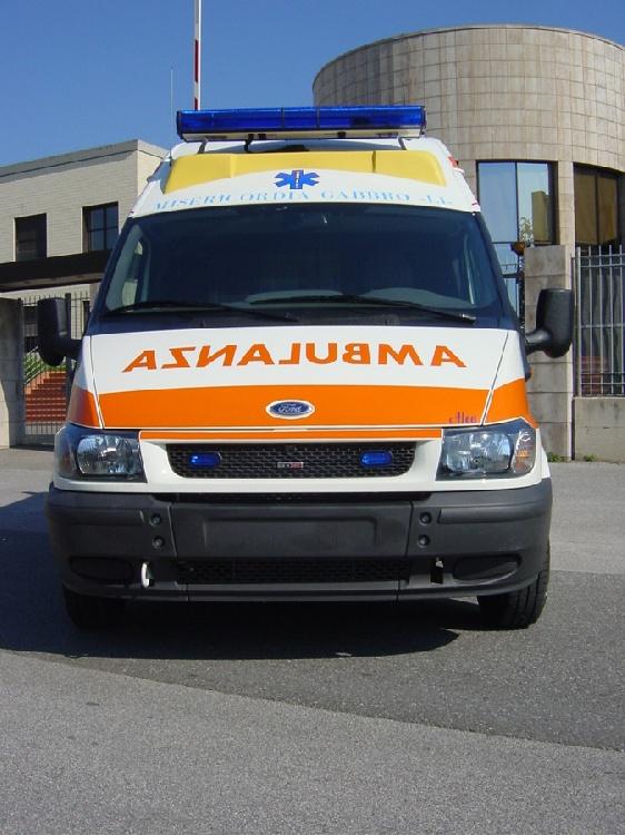 Allestimento in acciaio INOX (lavorazione a specchio) per ambulanza di soccorso realizzato su Ford Transit.  immagine 4
