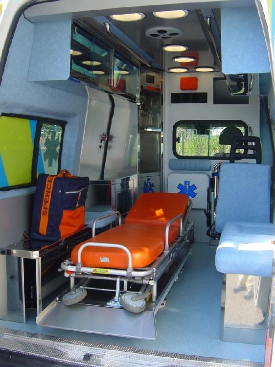 Allestimento in acciaio INOX (lavorazione a specchio) per ambulanza di soccorso realizzato su Ford Transit.  immagine 7