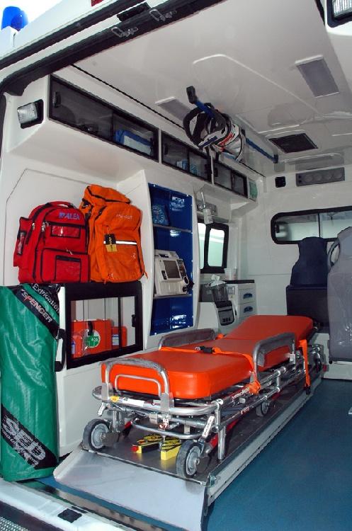 Allestimento in VETRORESINA per ambulanza di soccorso realizzato su nuovo Fiat Ducato X250. immagine 5