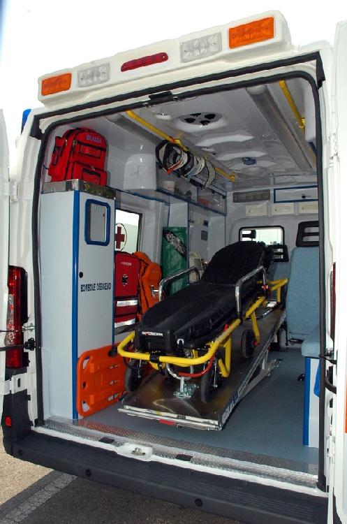 Allestimento in ABS Termoformato per ambulanza di soccorso realizzato su nuovo Fiat Ducato X250. immagine 3