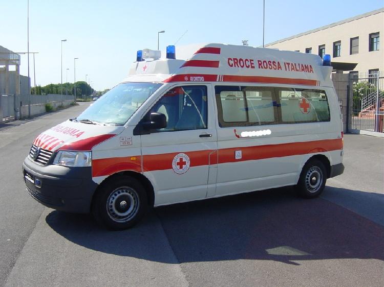 Allestimento in acciaio INOX su Vokswagen Transporter T5 Tetto alto