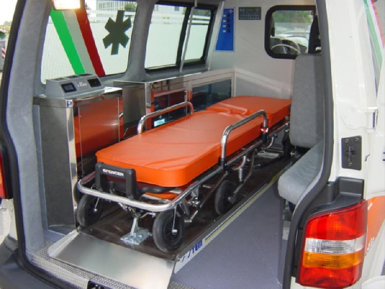 Allestimento in acciaio INOX su Vokswagen Transporter T5 tetto basso. immagine 5