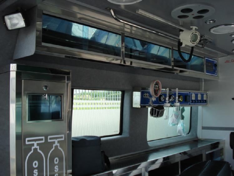 Allestimento in acciaio INOX su Fiat Ducato X250 (mobile basso) immagine 4