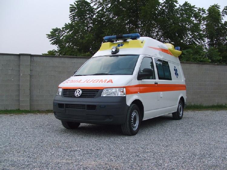 Allestimento in VETRORESINA per ambulanza di tipo A1, realizzato su nuovo Volkswagen Transporter T5.