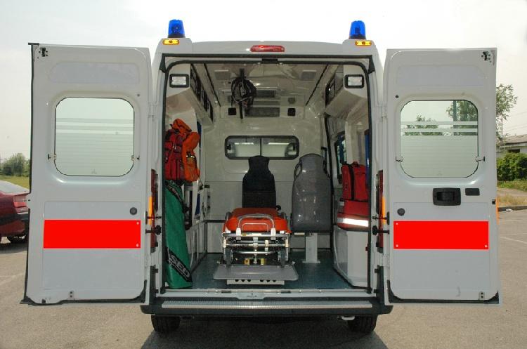 Allestimento in VETRORESINA per ambulanza di soccorso realizzato su nuovo Fiat Ducato X250. immagine 3