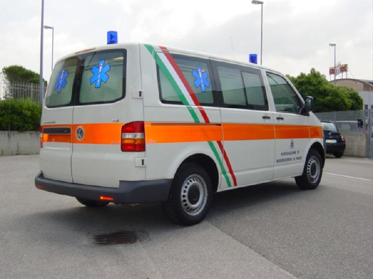 Allestimento in acciaio INOX su Vokswagen Transporter T5 tetto basso. immagine 3