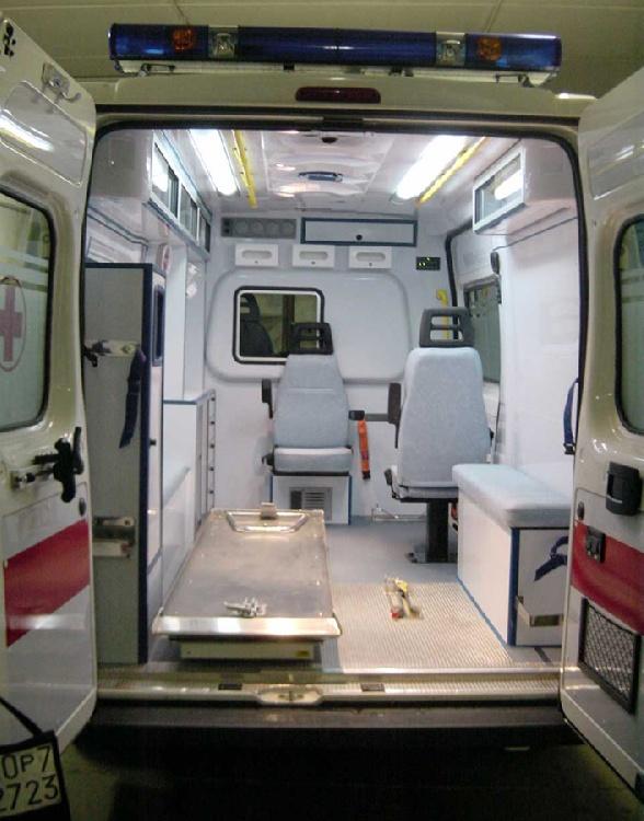 Allestimento in ABS Termoformato per ambulanza di soccorso realizzato su nuovo Fiat Ducato X250. immagine 2