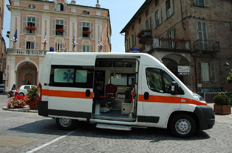 Allestimento in VETRORESINA per ambulanza di soccorso realizzato su nuovo Fiat Ducato X250. immagine 2