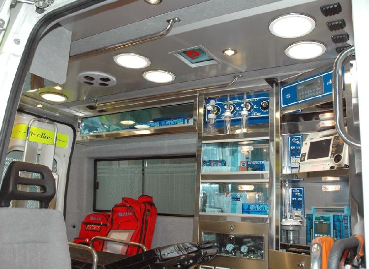 Allestimento in acciaio INOX su Fiat Ducato X250 (mobile ad angolo). immagine 5